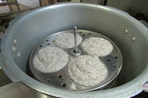 Pour the batter into idli plates and steam for 20 minutes.