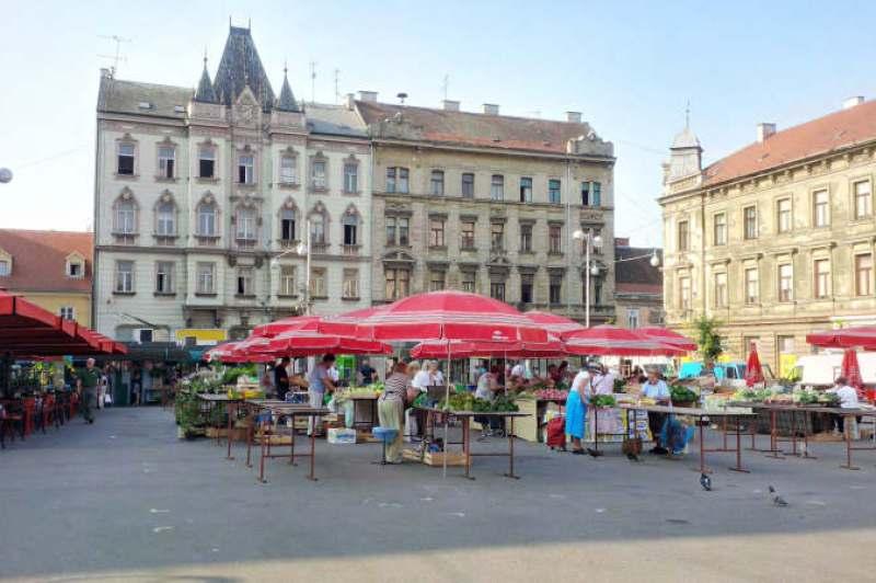 History, café & the market