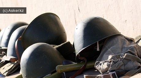 каски военнослужащих казахстанской армии