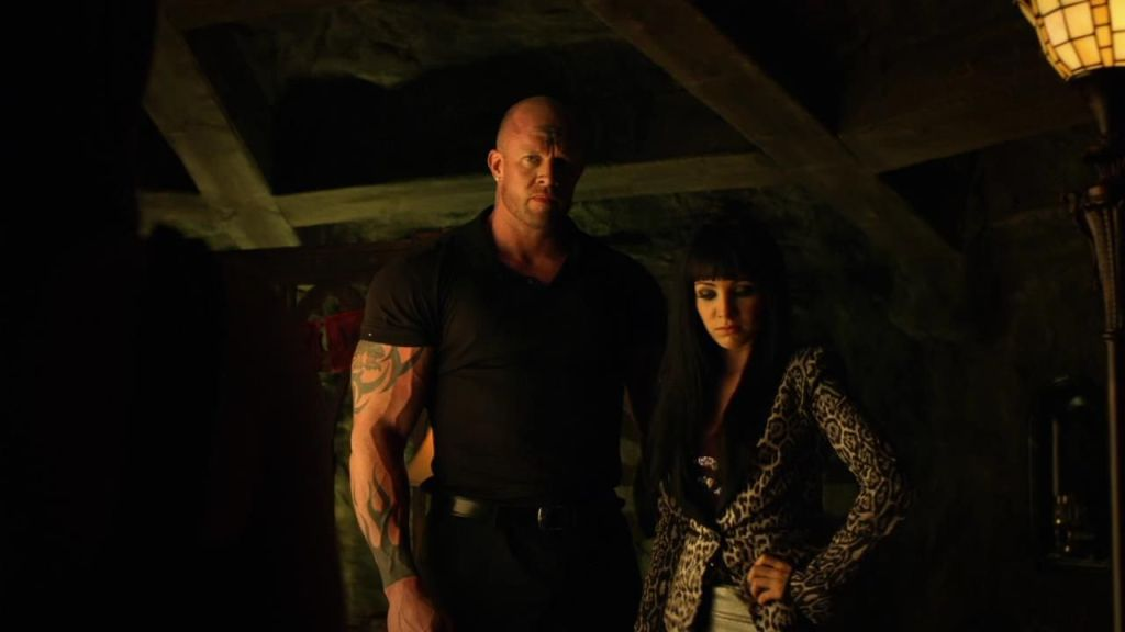 Bruce and Kenzi in Lost Girl 3x13