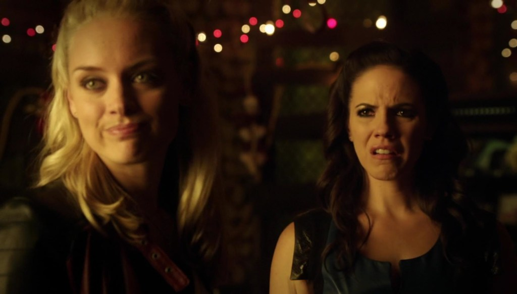 Bo disgusted look and Tamsin in Lost Girl 4x08