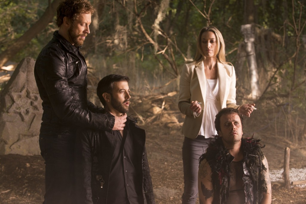 Dyson Lauren and the Crows in Lost Girl 4x09