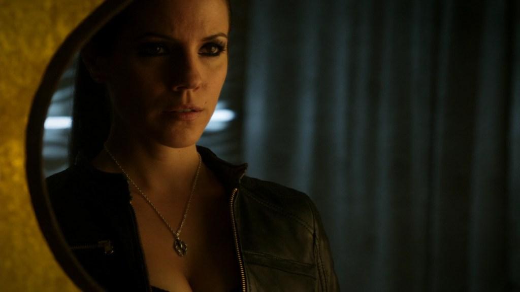 Bo wearing labrys necklace in Lost Girl 4x13