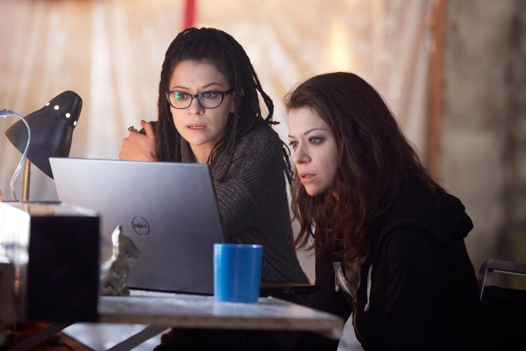 Cosima and Sarah in Orphan Black 4x08 The Redesign of Natural Objects