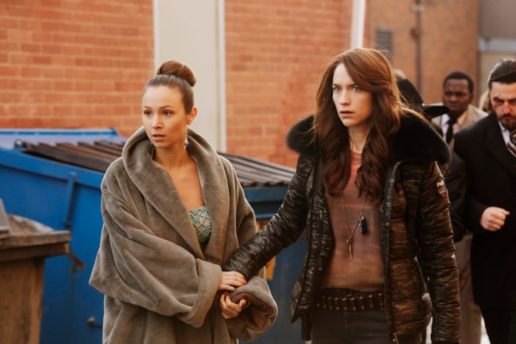 Waverly and Wynonna in Wynonna Earp 1x13 I Walk the Line
