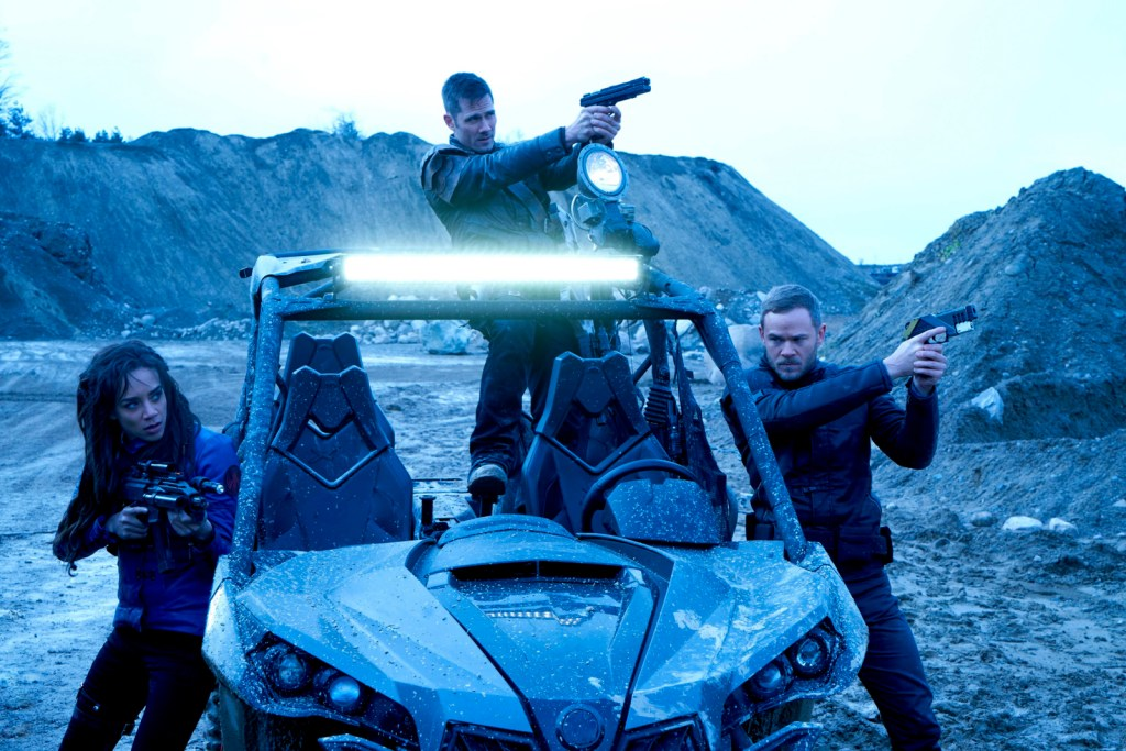 Dutch D'avin and Johnny with ramblr in Killjoys 2x03 Shaft