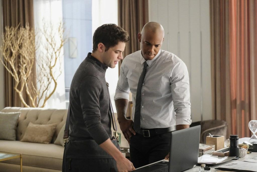 Winn and James in Supergirl 2x07 Darkest Place