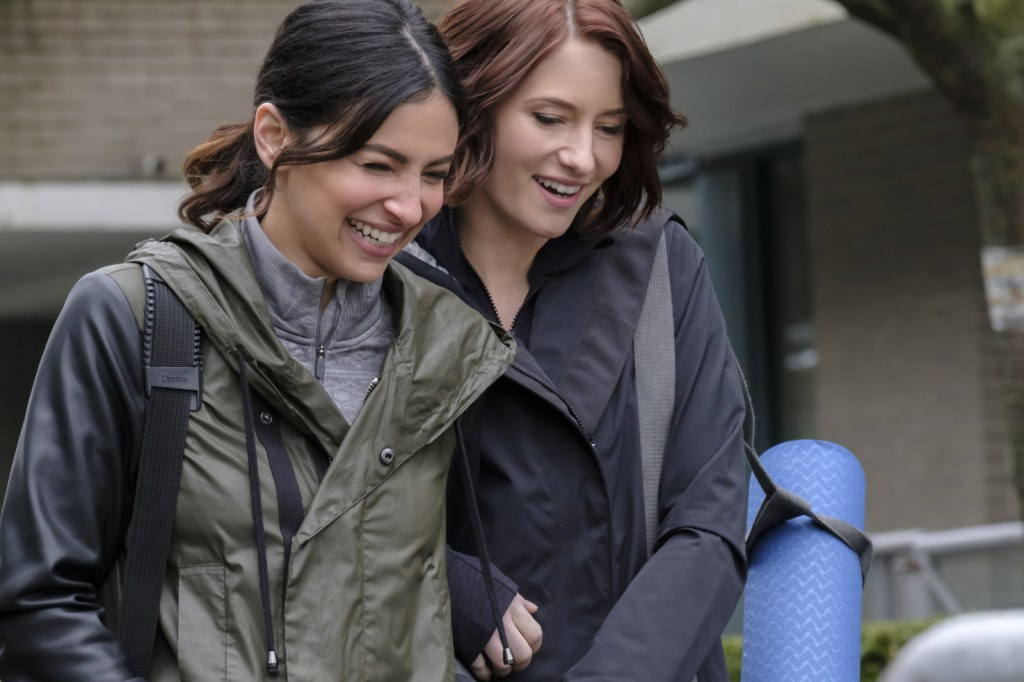 Maggie and Alex in Supergirl 2x17