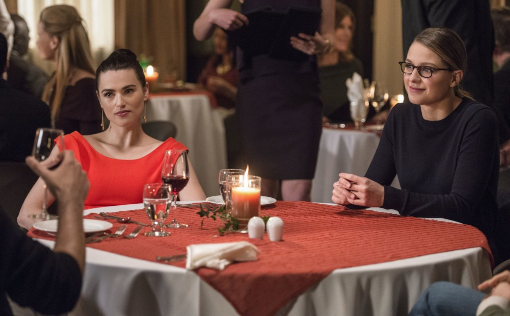 Lena and Kara at dinner in Supergirl 2x18