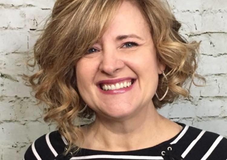 Lisa Enos – Upstyling Expert