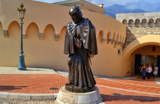 памятник Франциску Гримальди