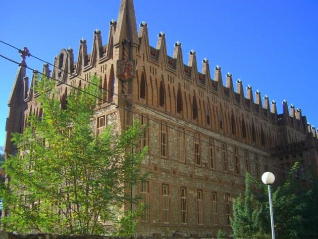 Колледж ордена Святой Терезы - еще одна популярная достопримечательность Испании