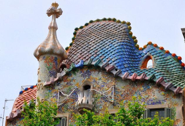 Горбатая крыша дома Бальо похожа на дракона