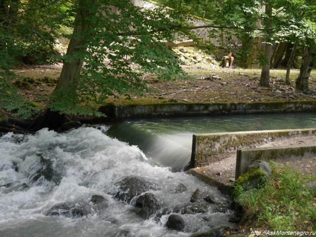 Водопад на реке. Парк Визиль Франция