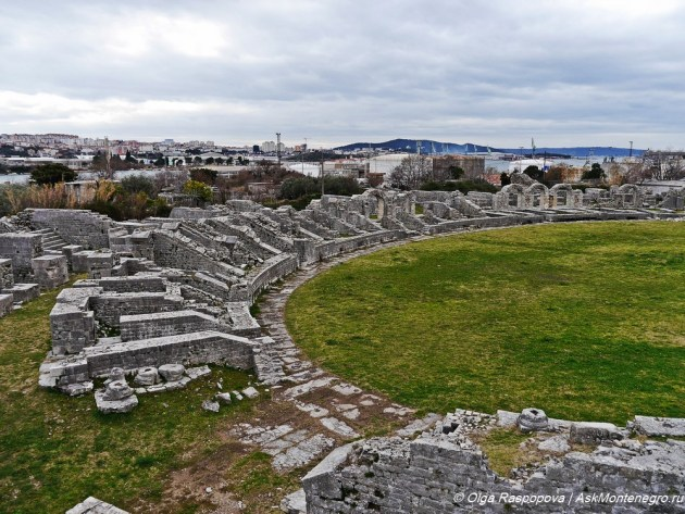 amphitheatre_solin_split