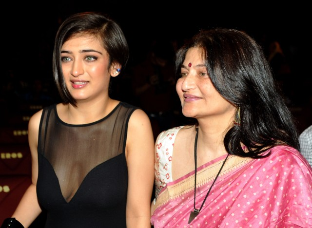 Akshara Haasan and her mom