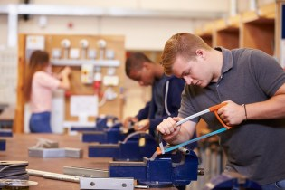 Becoming an Electrician with Apprenticeship Training