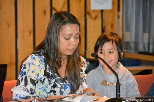 Kriselle & Lawin Þór – lásu á filippeysku   read in Philippino