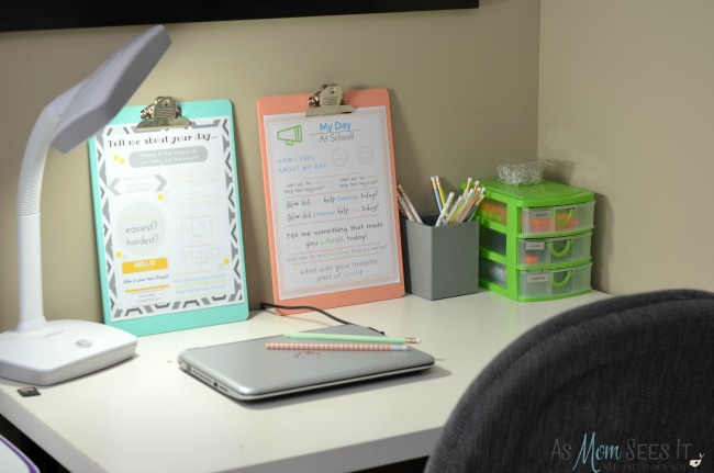 Color coordinated work desk to keep the kids organized