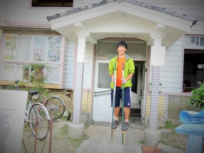 旧濱田医院の前で