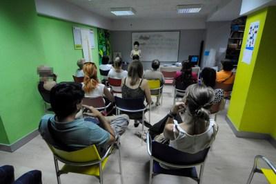 cursos reiki madrid, asociación reiki madrid, explicando teoría reiki