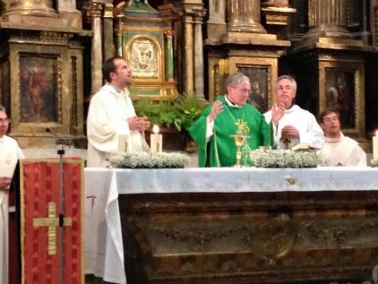 Misa oficiada por el Cardenal de Barcelona.