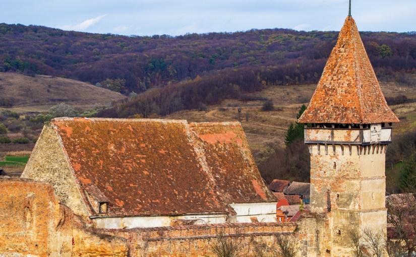 Reparații de urgență la acoperișul Bisericii Fortificate din Pelișor