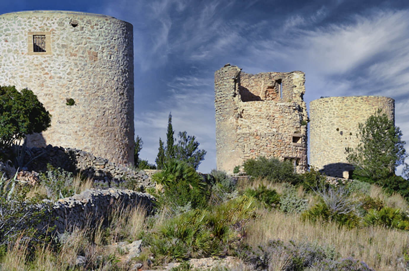 • De torens, Torre de Ambolo, Torre Portichol, Torre Torronel: de kustbewaking werd vanuit deze uitkijktorens verzekerd dankzij hun strategische ligging langs de kustlijn, Geschiedenis, Javea, Xabia, Costa-Blanca,