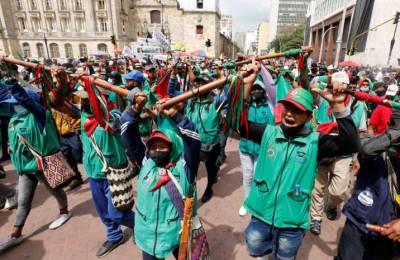 La minga también está acompañada por líderes afro, quienes se unen a las peticiones de los pueblos indígenas desde la Plaza de Bolívar, en Bogotá.