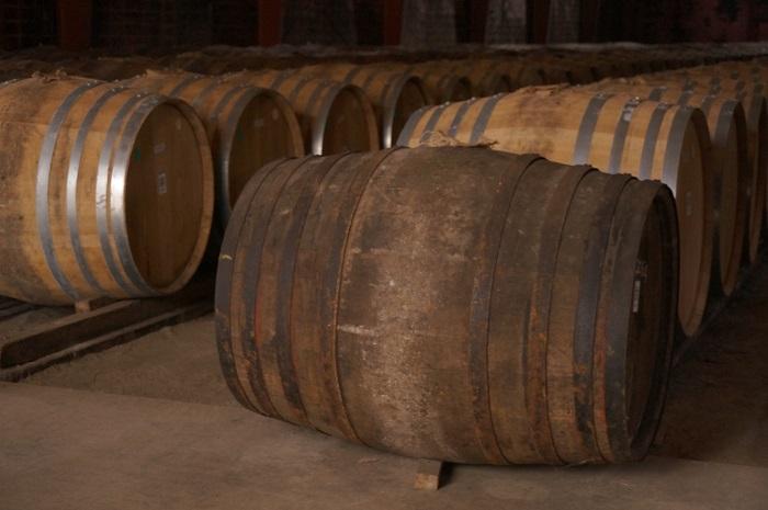宮城峡蒸溜所の歴史が詰まった50年前の古い樽も見せてもらいました。色がぜんぜん違う!|大人の社会科見学ニッカ仙台工場