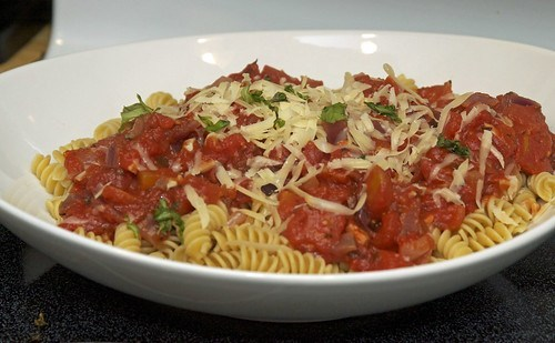 quick and easy homemade pasta sauce with diced tomatoes