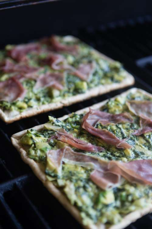 spinach artichoke dip grilled pizza | A Southern Fairytale