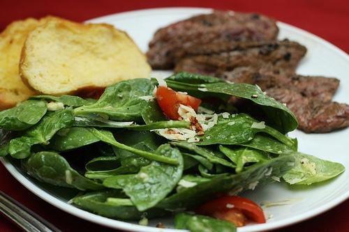 garlic vinaigrette salad with steak