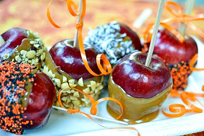 Easy to make caramel apples with fun topping are a great fall treat!