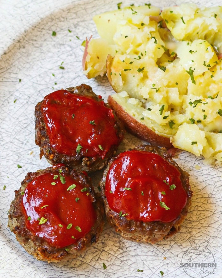 Meatloaf Muffins made with ground beef, eggs, bread crumbs, Parmesan Cheese and seasoned to perfect are easy to make and perfect for a weeknight meal!