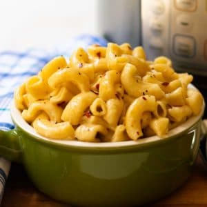 Creamy instant pot mac and cheese made with pepper jack cheese.