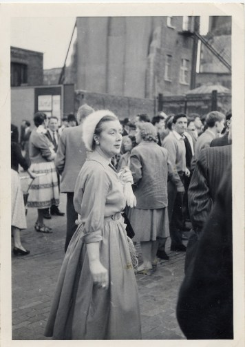 Lady in 1950s dress