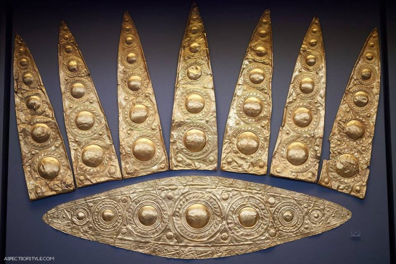 gold crown from Mycenae, Archaeological Museum in Athens