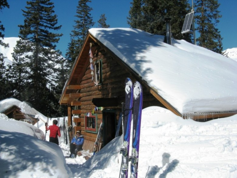 The Friends' Hut was built in 1984 as a memorial for ten friends, from both sides of the Elk Range, who died in a freak airplane crash in 1980.