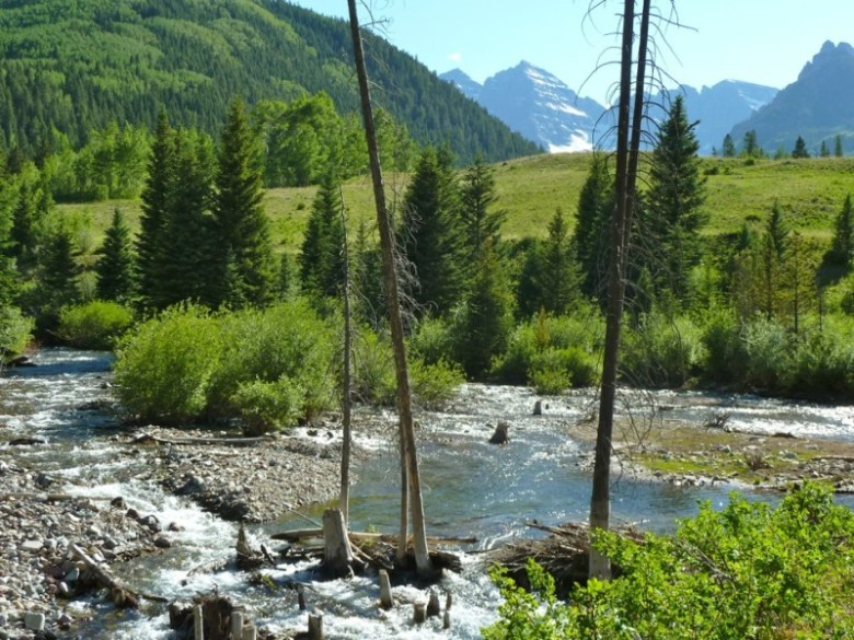 The city holds conditional water rights for dams and reservoirs on both upper Castle and Maroon creeks. The Maroon Creek reservoir would store 4,567 acre-feet of water behind a 155-foot-tall dam just below the confluence of East Maroon and West Maroon creeks, about a mile-and-half from Maroon Lake.