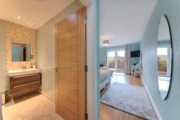 Duart Twin room with French doors to Veranda