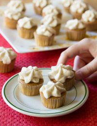 Creamy Spiced Chai Latte Cupcakes on ASpicyPerspective.com. #christmas #holidays #chai