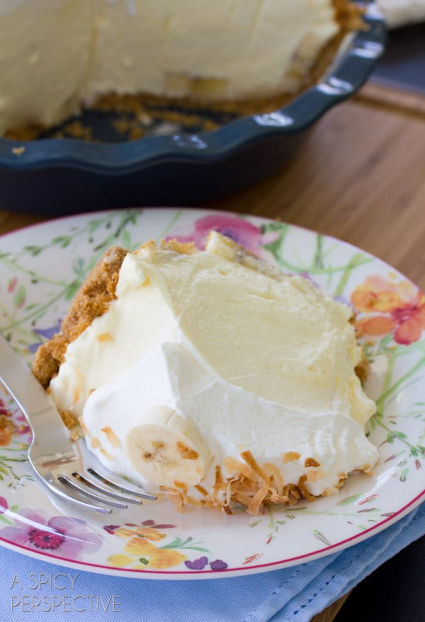 Cream Pie #ASpicyPerspective #BananaCreamPie #BananaCreamPieRecipe #CreamPie #Easter #Dessert #Bananas #WhippedCream #BananaPie