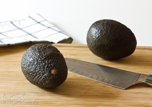 How to Peel Avocados #howto #avocado #cookingtips