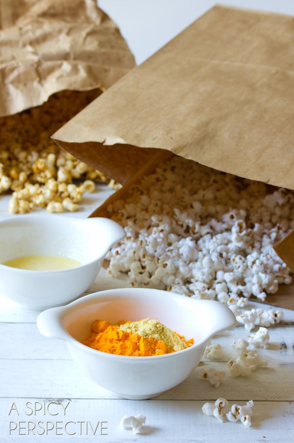 "How to Make #Copycat Garretts Popcorn AKA ""Chicago Mix Popcorn"" #caramel #popcorn #cheese #fall #holidays #party #ediblegifts"