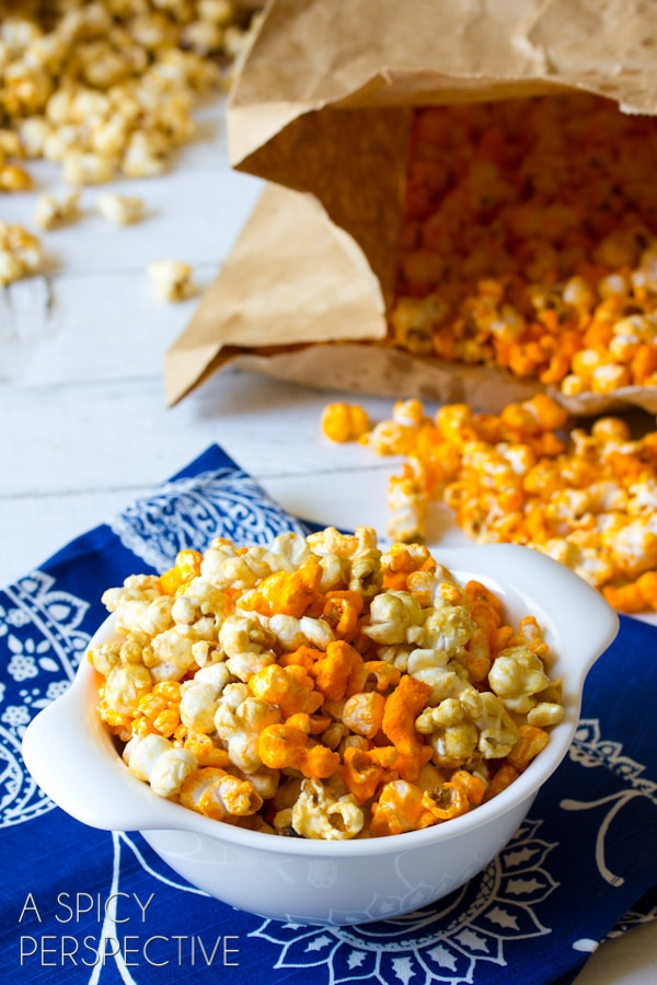 "Easy #Copycat Garretts Popcorn AKA ""Chicago Mix Popcorn"" #caramel #popcorn #cheese #fall #holidays #party #ediblegifts"