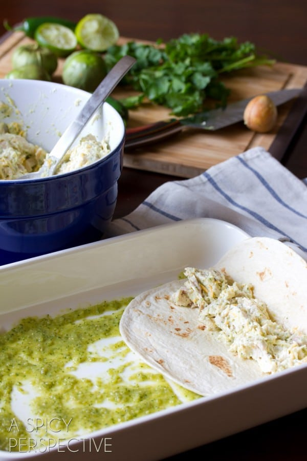 How to Make Enchilada Recipe with Salsa Verde, Chicken and Cheese #mexican #recipe #casserole