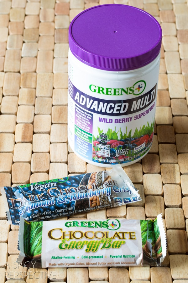 Making Easy Berry Smoothie Recipe with Yogurt and #GreensPlus! #smoothie #breakfast #healthy #greens