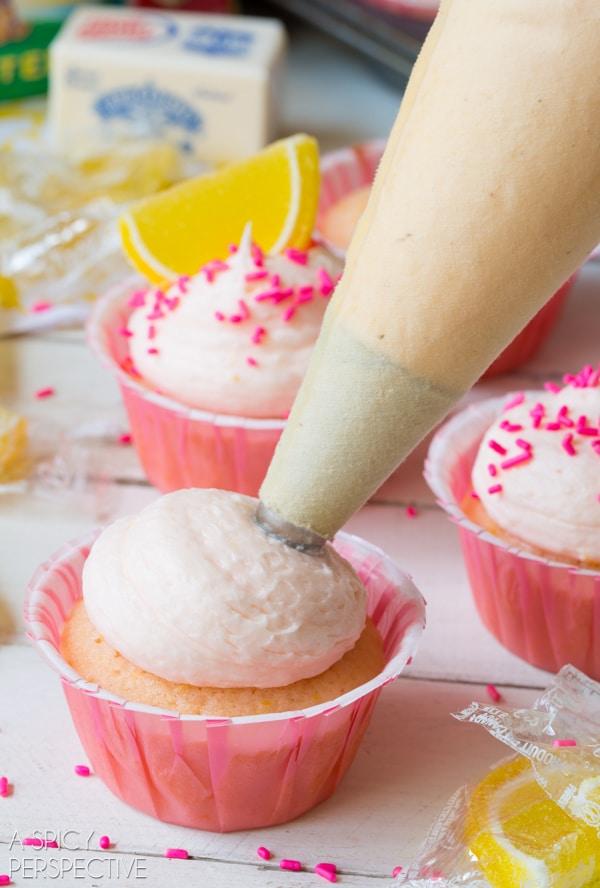 How To: Pink Lemonade Cupcakes! #lemon #lemonade #cupcakes #pink #kitchenconvo