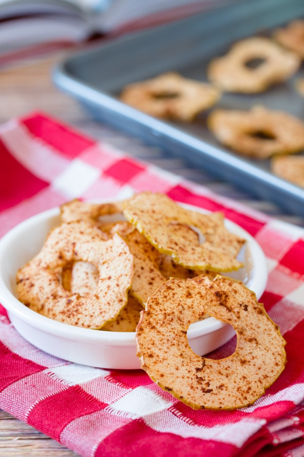 Healthy Baked Apple Chips #healthy #fall #apple